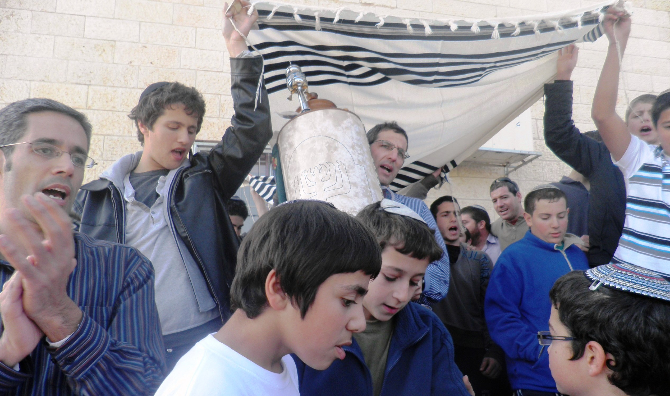 dedication of sefer torah at derech avot