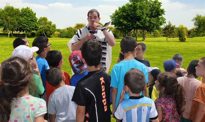 shofar being blown in the park before Rosh Hashana