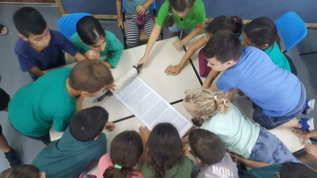 Yachad showing secular kids a torah scroll for the first time