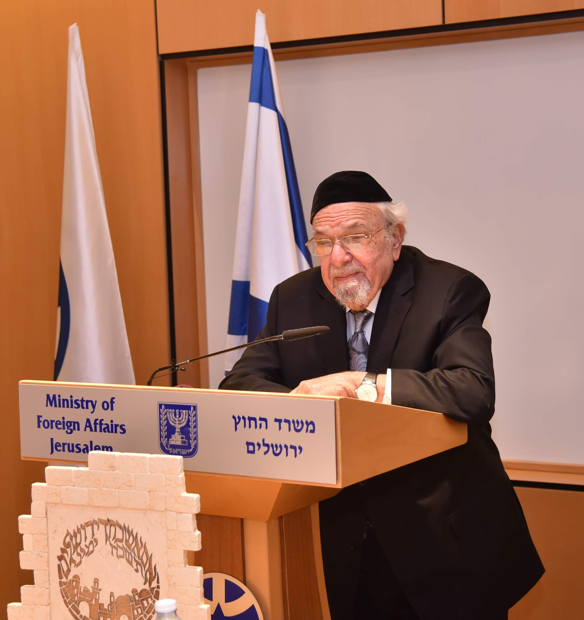 Rabbi Scheinberg speaking