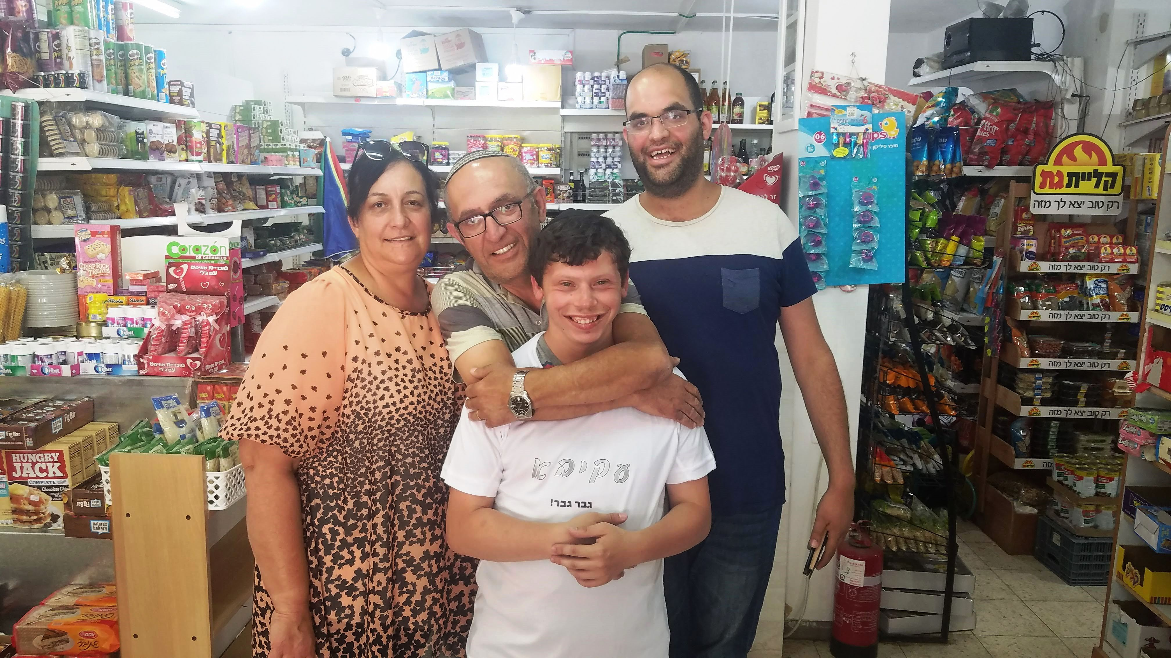 Akiva Sasson saying goodbye to his employers in the makolet