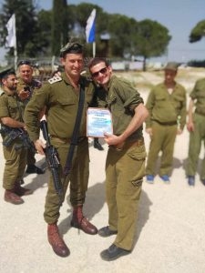 Naftali Stubin receives Outstanding Soldier award