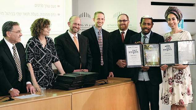 Rabbi Aviv and Adi Abebe receive their diplomas