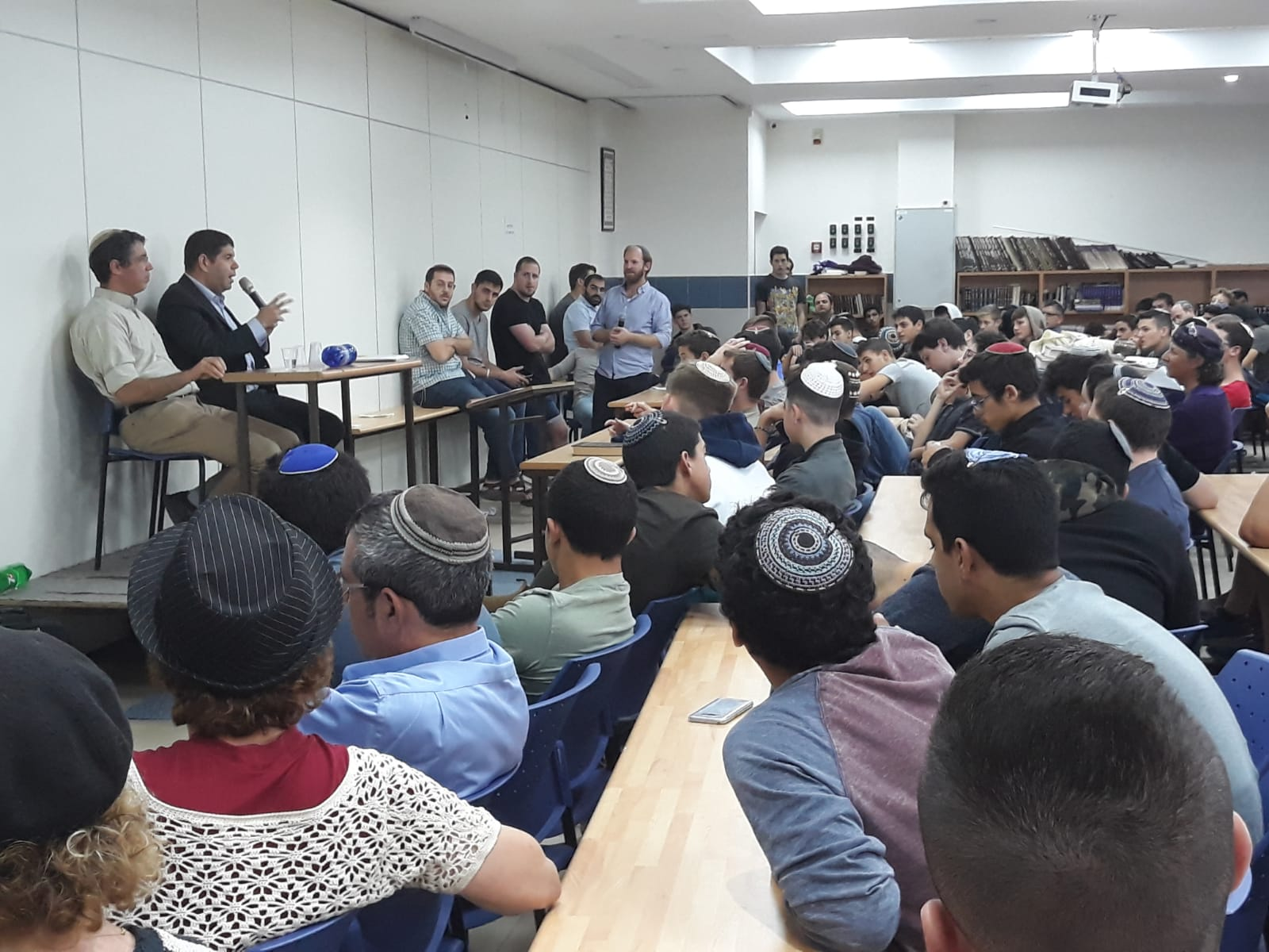 Yariv Oppenheimer speaks at Derech Avot