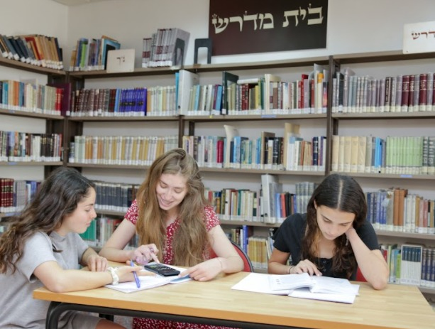 Neveh Channah students in the library
